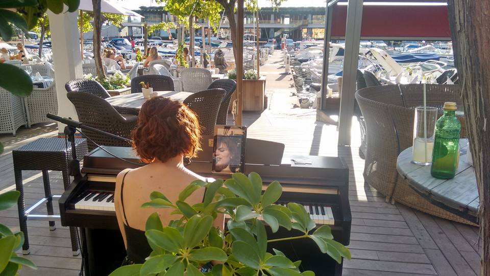 Pianist Singer at El Faro Restaurant on Fridays in Port Adriano, Mallorca.