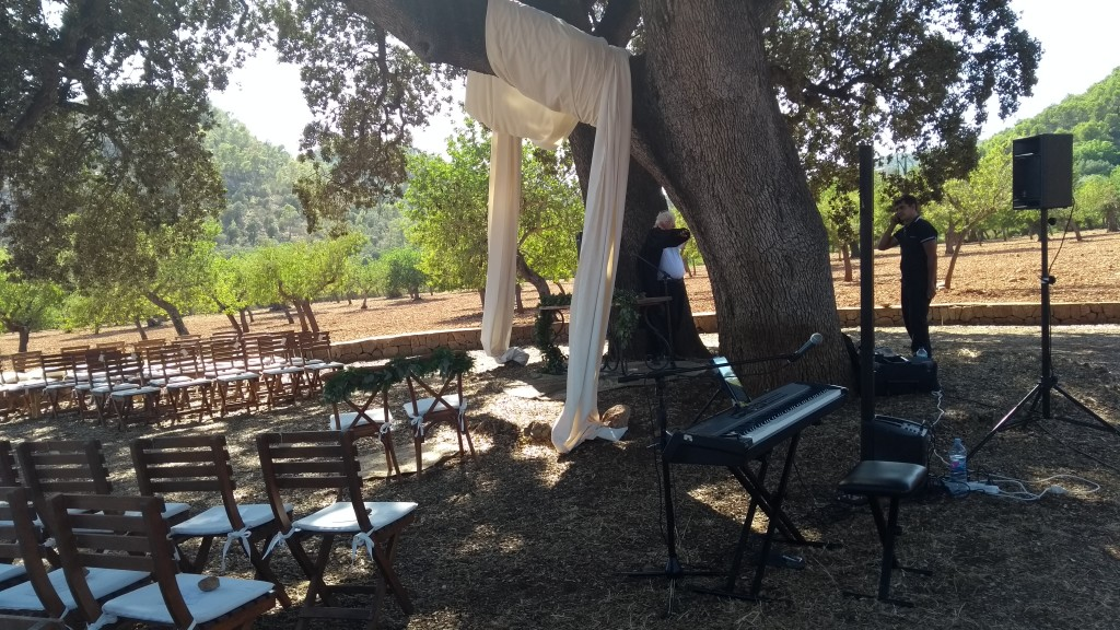 Son Tugores Wedding ceremony pianist: The ceremony was under a huge tree