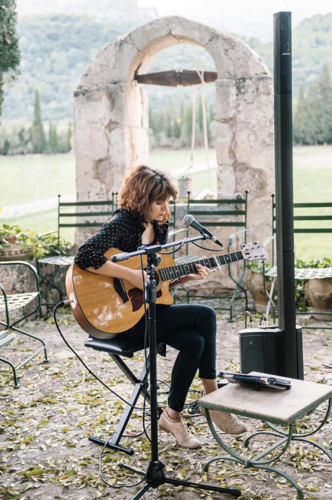 Fangar wedding mallorca guitarist